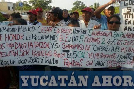 Cierran calles ante la negativa del Gobierno de pagar por unas tierras