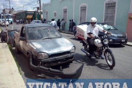 Autobús colisiona camioneta de la comuna en Santiago
