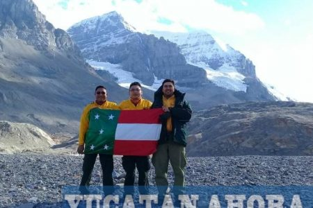 Ondea la bandera de Yucatán en Columbia Británica, Canadá