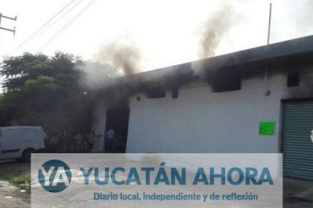Vecinos sofocan incendio en una lavandería