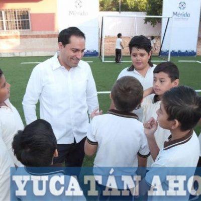 """Estrenan cancha de futbol en la escuela """"Juan Crisóstomo Cano y Cano"""""""