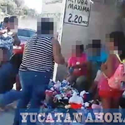 Tianguistas y compradores de San Juan se ponen en riesgo de ser atropellados