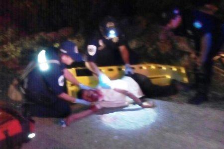 El alcohol y la obscuridad le impiden ver un mototaxi en carretera