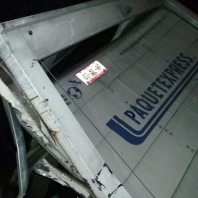 Muere prensado en su camión un chofer de una empresa de paquetería