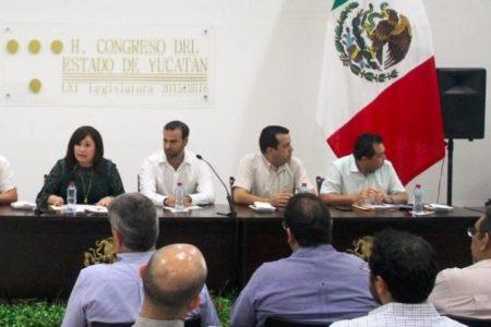 Hombres de negocios y diputados analizan los productos legislativos