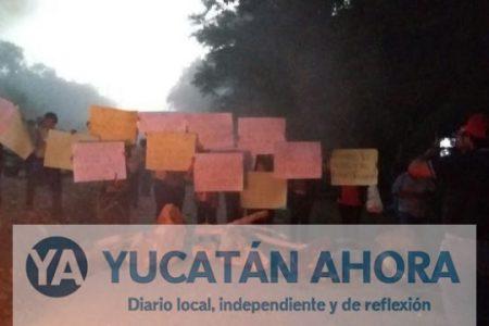 Mayas del sur de Yucatán bloquean carretera para exigir que la reparen