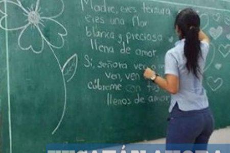 Es joven, es bella, es maestra y… es yucateca