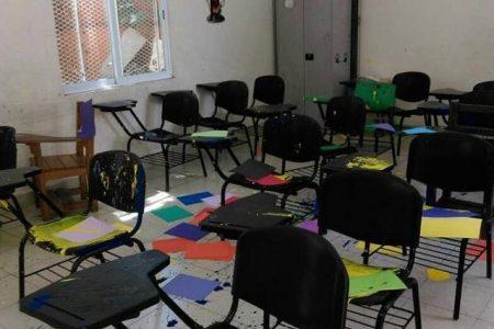 """""""Amigos de la Mars"""" vandalizan escuela en el poniente de Mérida"""