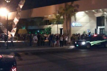 Desalojan a turistas por inédito temblor en Mérida