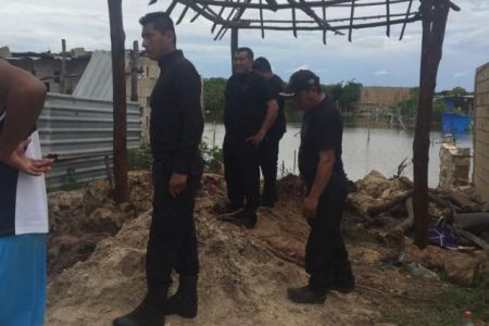 """Se inundan casas en terreno de """"invasores"""" en Celestún"""