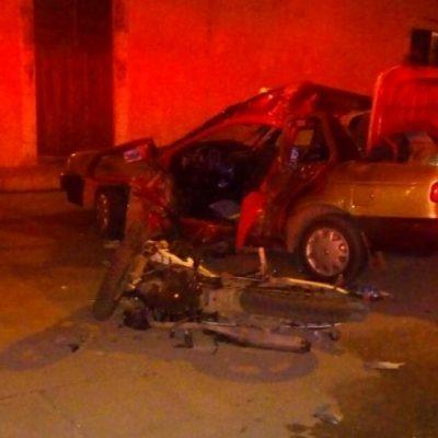 Trágica parranda: Se impactan motociclistas ebrios contra un taxi