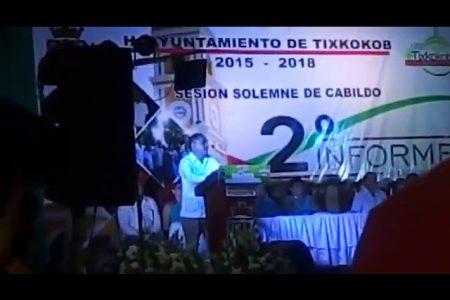 """En su informe, alcalde yucateco dice que es """"de piernas abiertas"""""""