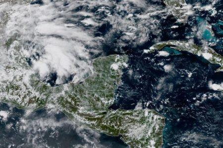 Monitorean sistema de baja presión en el Golfo de México