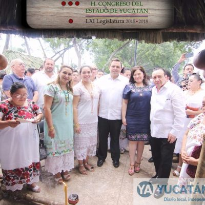 Altar del Congreso honra a yucatecos ilustres