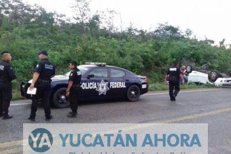 Pareja de beliceños se voltean en su vehículo rumbo a Chetumal