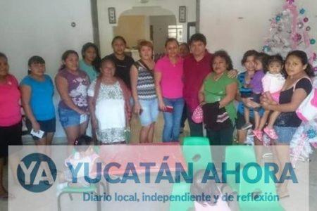 Con mobiliario de la SEGEY, amigo de Caballero se promueve en Hunucmá