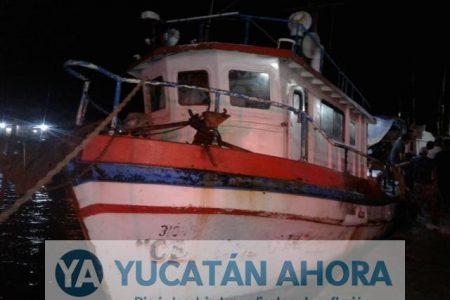 Rescatan a cuatro pescadores extraviados de Celestún