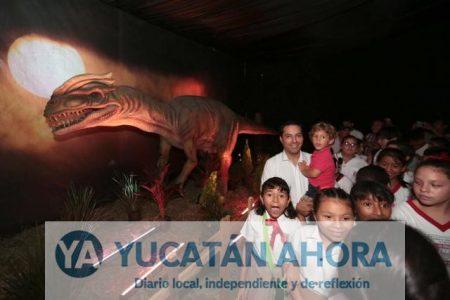 Cumple su objetivo la exhibición gratuita de dinosaurios