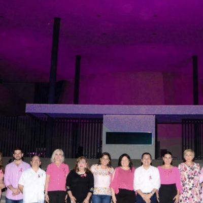 Iluminan de rosa el Congreso de Yucatán