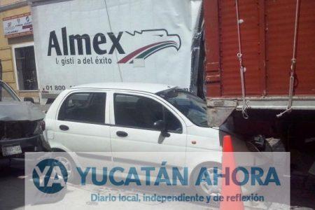 Carambola de ocho vehículos en el barrio de Santiago