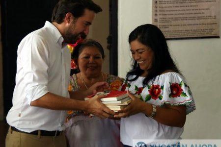 Estrenan biblioteca en Komchén por gestiones de Pablo Gamboa