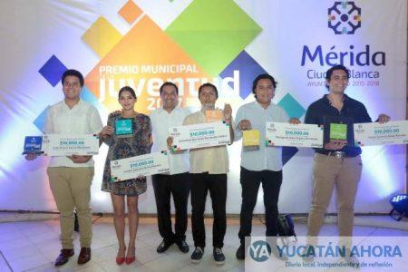 Mauricio Vila Dosal entrega el Premio Municipal de la Juventud 2017