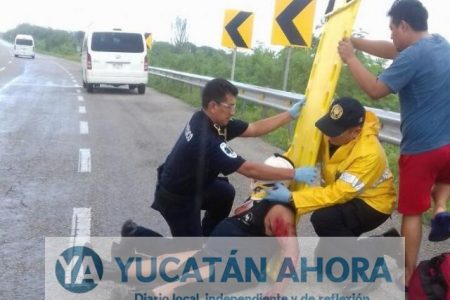 Se les quiebran las piernas y pierden dientes en accidentes con motocicletas