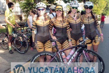Equipo de ciclismo se roba la atención en la Vuelta Ciclista Yucatán