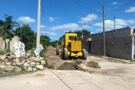 Alcalde de Kanasín recorre colonias antorchistas