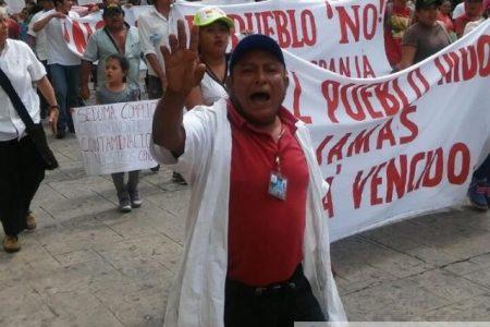 """""""Nuestros derechos, más importantes que tus cerdos"""", le gritan a Rolando Zapata"""