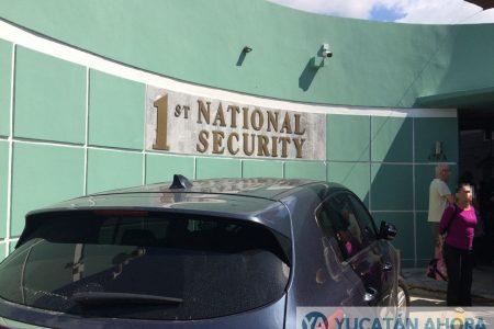 Presentan ante un juez a sujeto que asaltó a cliente de First National Security
