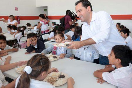 Mauricio Vila Dosal entrega comedor escolar en la colonia Villa Magna del Sur