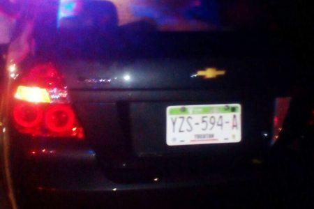 Abandona esposa y automóvil tras atropellar y matar a un peatón