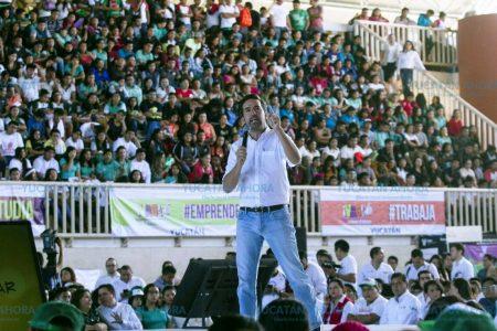 En manos de los jóvenes está el desarrollo de México: Pablo Gamboa