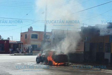 Deja su automóvil a lavar y cuando regresa lo encuentra quemado