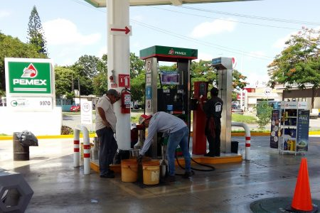 Alza en impuestos aumenta precio de la gasolina: Magna 17.10 y Premium 18.93