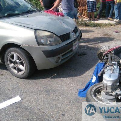 Curiosos rescatan a un niño atropellado debajo de un automóvil