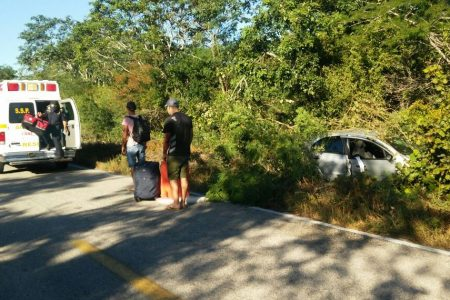 Accidente carretero arruina viaje a Celestún de unos italianos