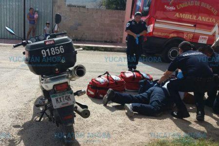 Gravilla suelta hace derrapar a mujer motociclista