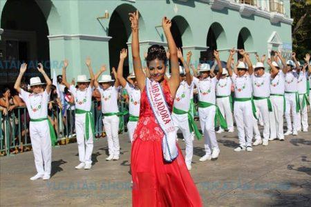 Adultos mayores encabezan el desfile cívico-deportivo en Progreso