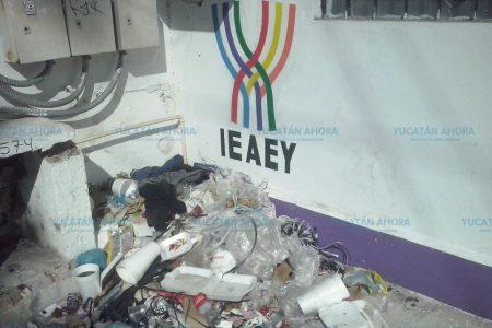 Hasta cerca de oficinas de Gobierno se quedaron con motones de basura