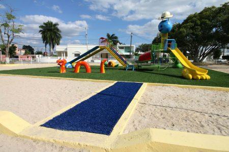 Renuevan área de juegos en el parque de la colonia México
