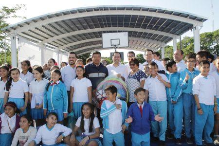 Mauricio Vila entrega dos canchas de usos múltiples en Cordemex