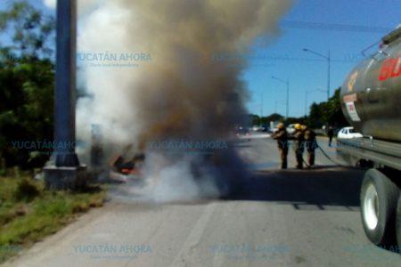 Se incendia su auto cerca de la entrada de Las Américas