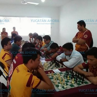 Practican ajedrez para mejorar la tecnología en Yucatán