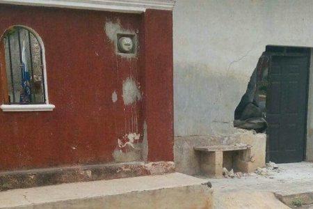 Juniors de políticos de Muna chocan contra la casa de un vecino