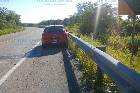 Choca y abandona su auto en transitada carretera de Yucatán