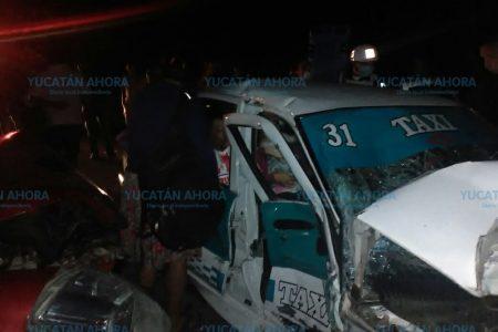 Tractor ocasiona desastre en la carretera Tizimín-Colonia Yucatán
