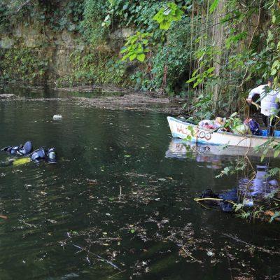 Unen esfuerzos para sanear cenote de Uayma