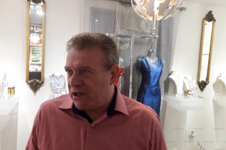 Alquimista y diseñador de joyas, Víctor Sabido presenta su nueva colección